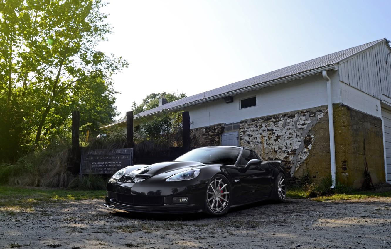 Фото обои wheels, corvette, black, chevrolet, z06, strasse