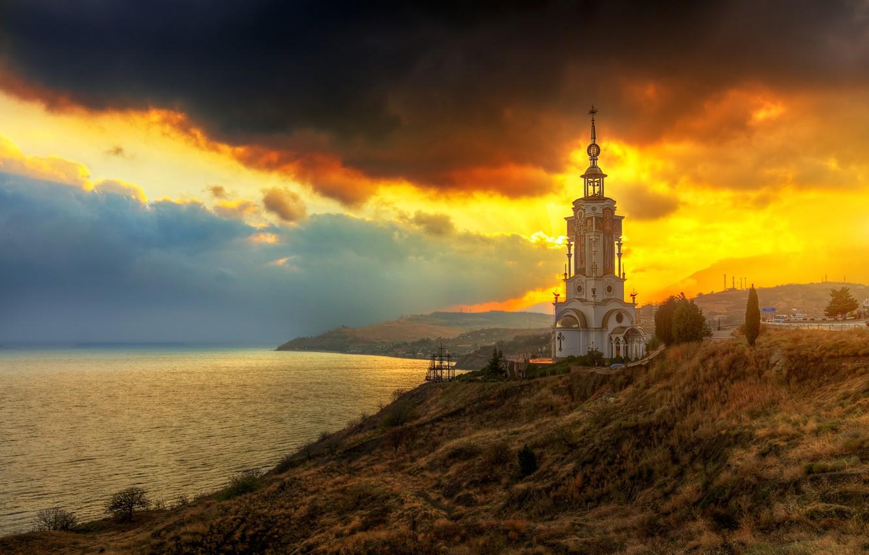 Фото обои море, берег, маяк, холм, храм, Крым