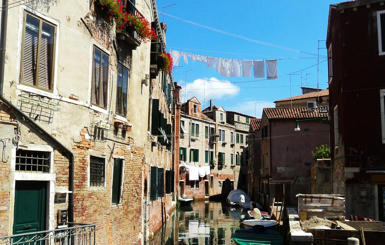 Фото обои улица, здания, лодки, Италия, Венеция, канал, бельё, Italy, street, Venice, boats, Italia, Venezia, canal