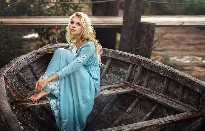 Фото обои девушка, лодка, платье, блондинка, Алиса Тарасенко