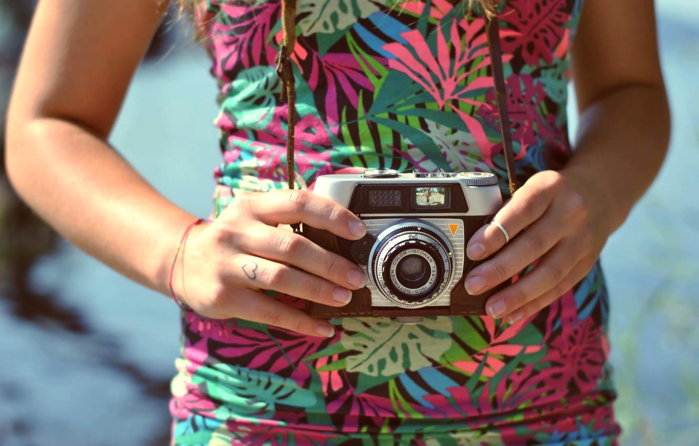 Фото обои камера, руки, кольцо, фотоаппарат, объектив
