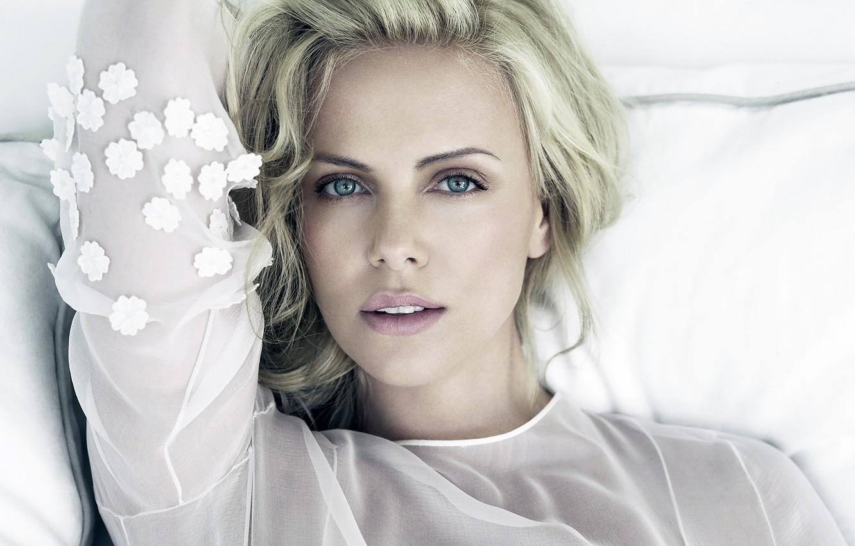 Фото обои взгляд, девушка, лицо, фон, Charlize Theron, волосы, актриса, губы, красотка, Шарлиз Терон