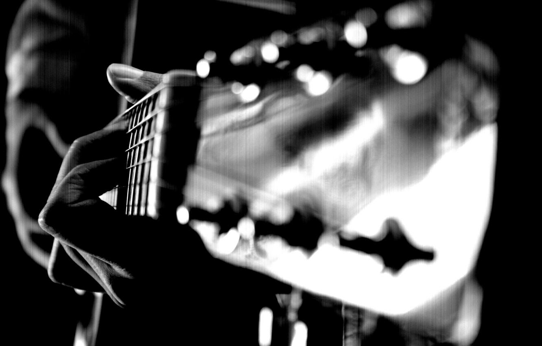 Фото обои макро, гитара, рука, струны, пальцы