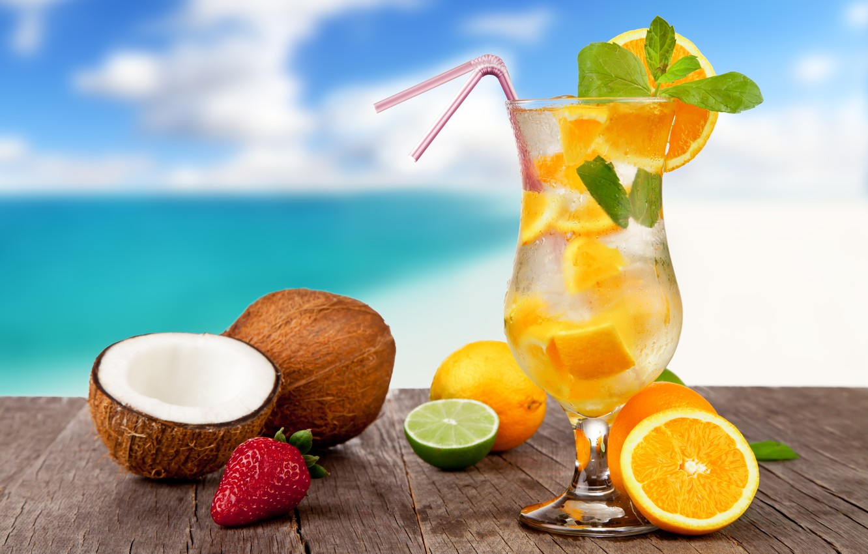 Картинка на пляже с коктейлем