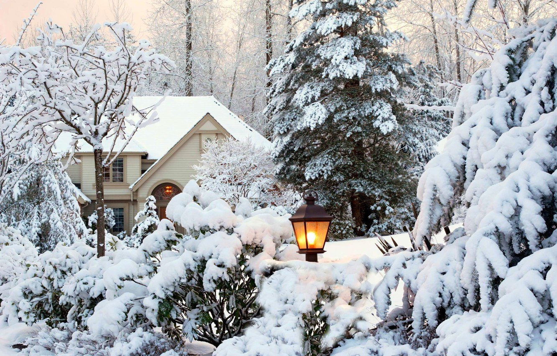 Фото обои зима, небо, снег, деревья, пейзаж, природа, дом, парк, сад, фонарь, house, white, sky, trees, nature, …