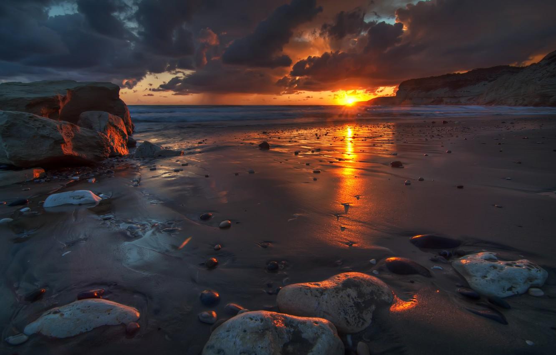 Фото обои песок, волны, небо, вода, солнце, облака, пейзаж, природа, отражение, восход, камни, океан, рассвет, краски, берег, …