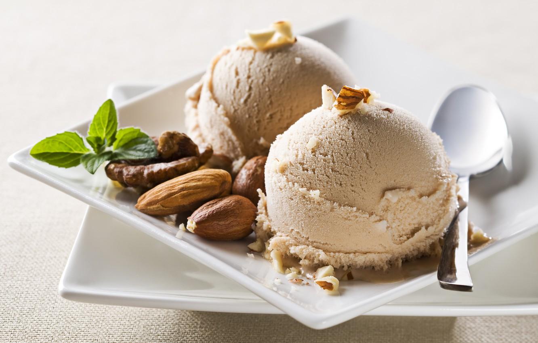 Фото обои шарики, ложка, мороженое, тарелки, орехи, миндаль, сладкое, грецкие