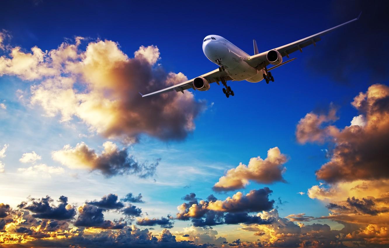 Фото обои облака, закат, полёт, летит, в небе, пассажирский, авиалайнер