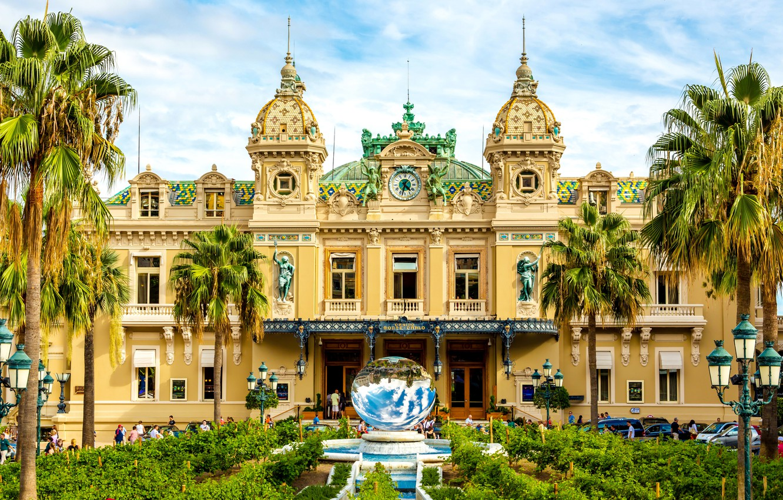 Фото обои пальмы, люди, часы, фонари, фонтан, кусты, казино, дворец, скульптуры, Монако, Monte-Carlo Casino