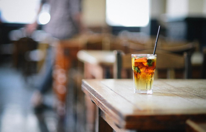 Фото обои стакан, клубника, коктейль, трубочка