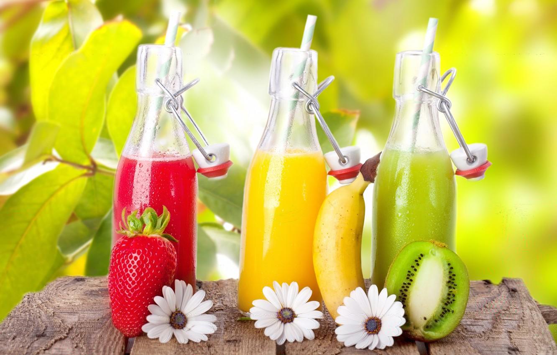 Фото обои цветы, киви, клубника, сок, банан, бутылочки