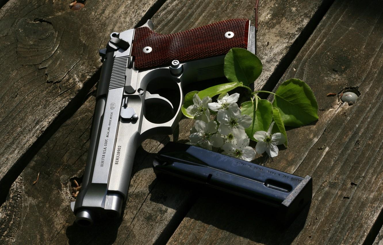 Фото обои пистолет, оружие, доски, Beretta, самозарядный