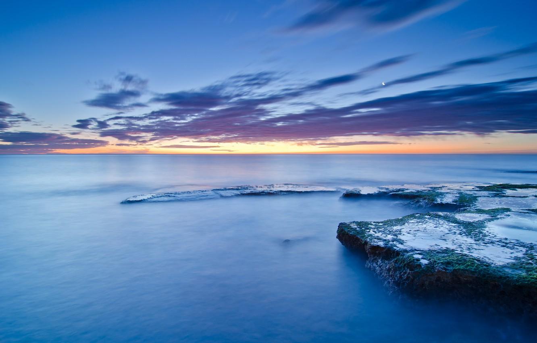 Фото обои море, небо, облака, закат, камни, луна, голубое, берег, побережье, мох, вечер, штиль, Испания, Валенсия