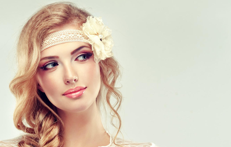Фото обои цветок, девушка, лицо, улыбка, макияж, коса