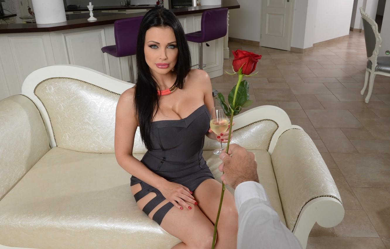 Фото обои flower, dress, model, Aletta Ocean, brunette, look, hand, pose