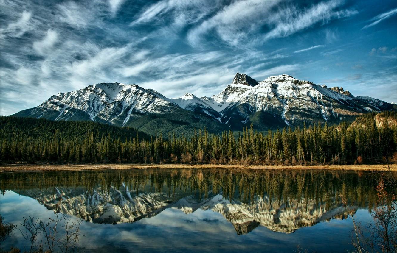 Фото обои лес, небо, облака, деревья, горы, природа, озеро, отражение, голубое, Канада, Альберта, Alberta, forest, Canada, sky, …