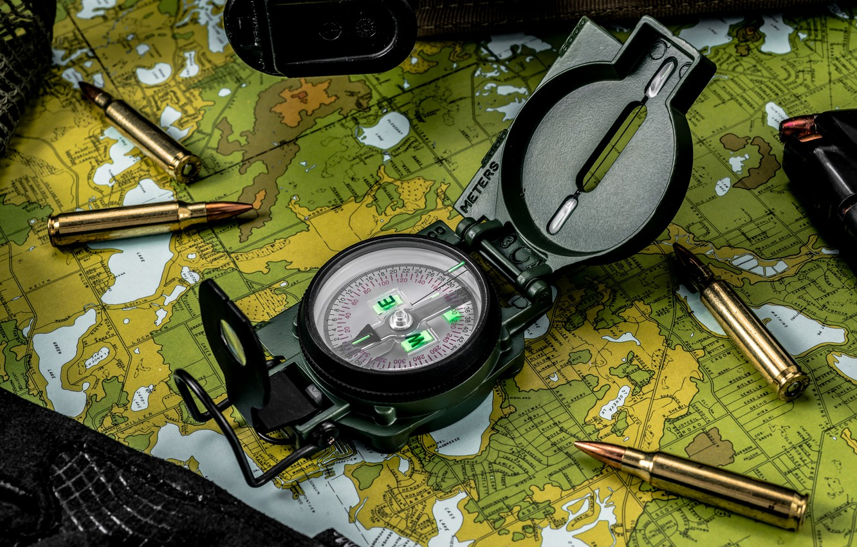 Фото обои макро, карта, стрелка, пули, компас