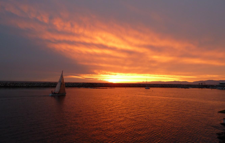 Фото обои пляж, небо, солнце, облака, закат, океан, лодка, sunset