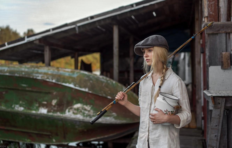 Фото обои взгляд, девушка, лицо, модель, лодка, рыбалка, портрет, шляпа, рубашка, vintage, young, retro, beautiful, косичка, удочки, …