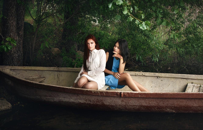 Фото обои ножки, Аня, прелесть, две девушки, Ксюша, в лодке, Иван Копчёнов