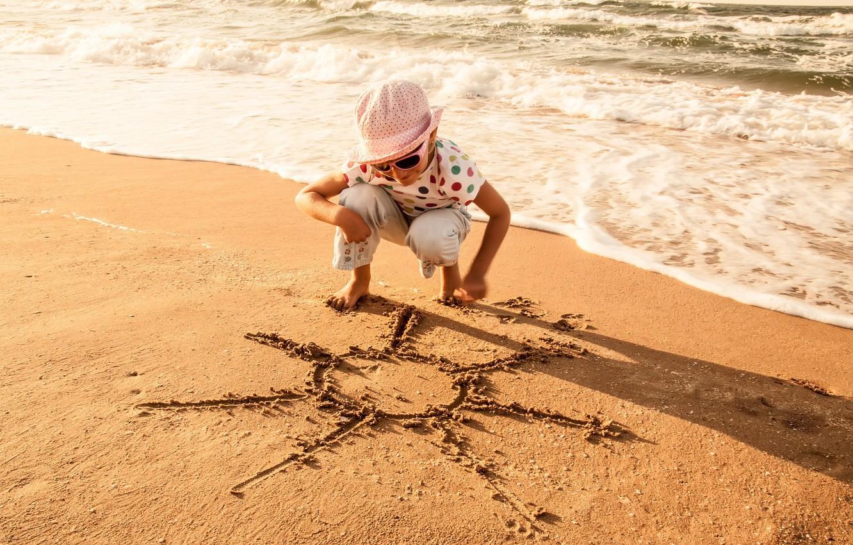 Фото обои песок, море, волны, пляж, лето, вода, солнце, радость, дети, улыбка, фон, отдых, обои, настроения, волна, …