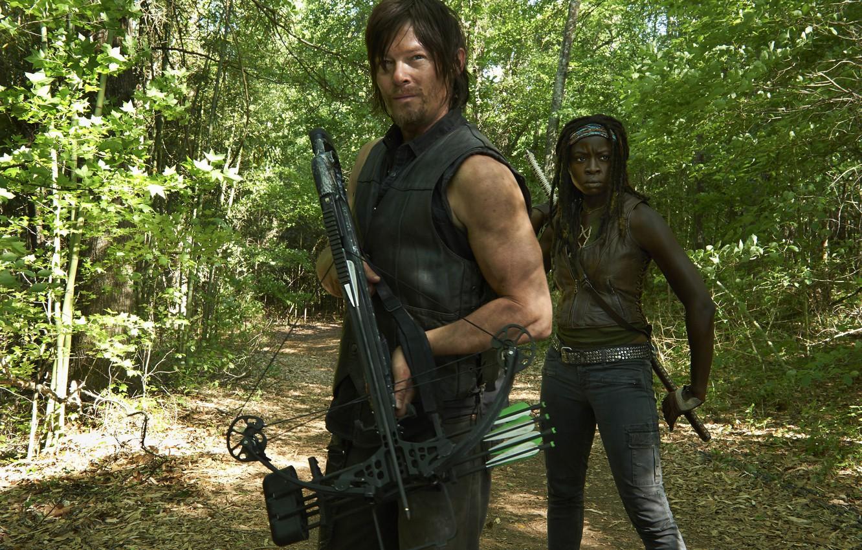 Фото обои лес, сериал, арбалет, The Walking Dead, Ходячие мертвецы, Norman Reedus, Норман Ридус, Daryl Dixon, Michonne, …