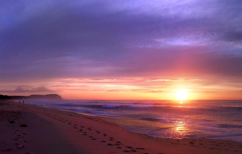 Фото обои песок, пляж, небо, солнце, облака, закат, следы, люди, океан, берег, побережье, вечер, Австралия, прибой, прогулка, …