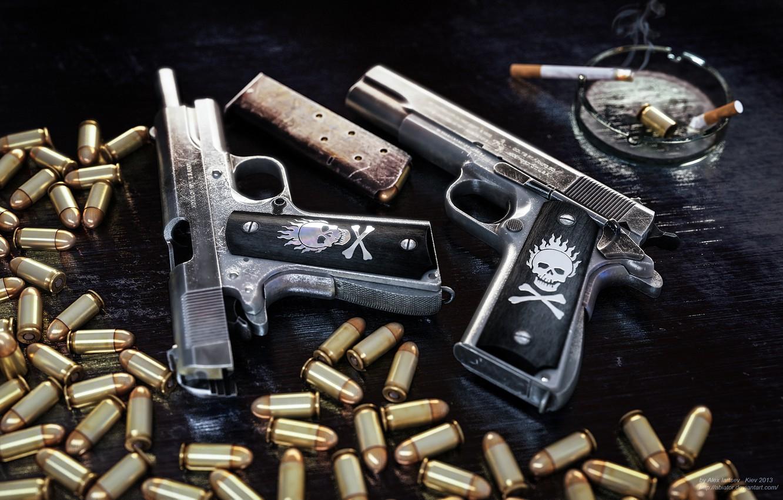 Фото обои пистолеты, сигарета, патроны, гильза, пепельница, обойма, 1911, Colt