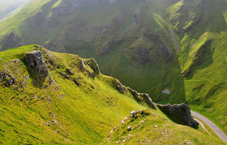 Фото обои дорога, зелень, трава, горы, природа, скалы, холмы, склоны