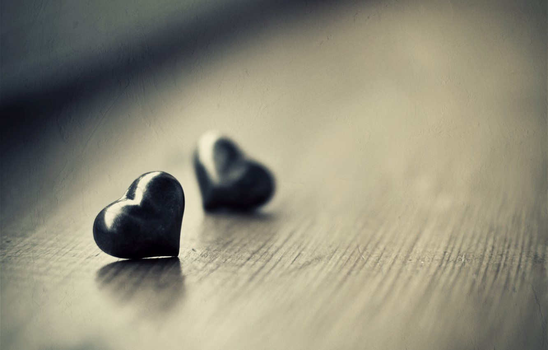 Фото обои макро, фото, стол, настроение, обои, сердце, сердечки, разное, heart, wallpapers, ч.б