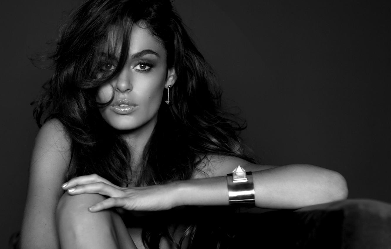 Фото обои глаза, взгляд, девушка, модель, волосы, ч/б, брюнетка, браслет, girl, eyes, model, hair, brunet, black & …