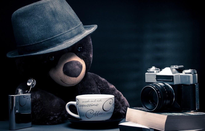 Фото обои fantasy, bear, hat, photographer, camera, blue background, coffee, teddy bear, cappuccino, table, books, location, thoughtful, …