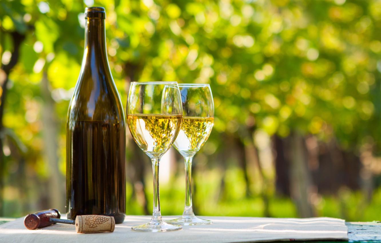 Обои Полотенце, вино, стол, бокалы, белое, бутылка, штопор. Разное foto 6