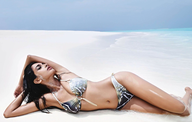 Фото обои девушка, актриса, красавица, girl, sexy, cleavage, beach, sea, eyes, beautiful, figure, model, pretty, beauty, lips, …