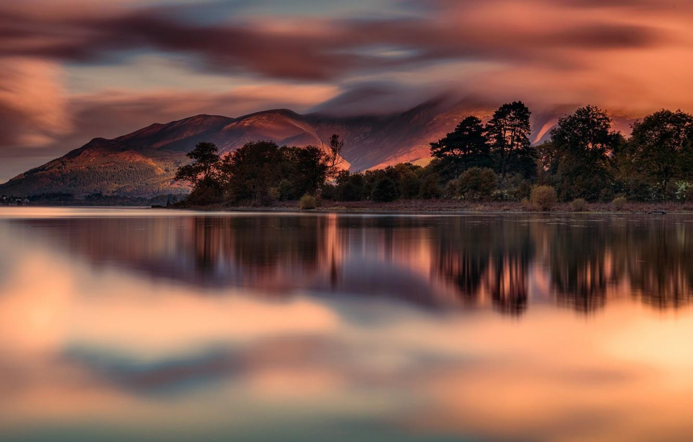 Фото обои облака, деревья, горы, озеро, отражение, зарево