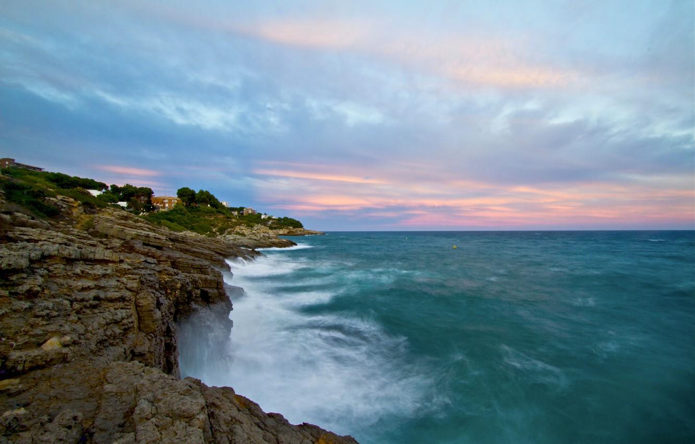 Фото обои море, волны, небо, скалы, берег, сине - розовые облака
