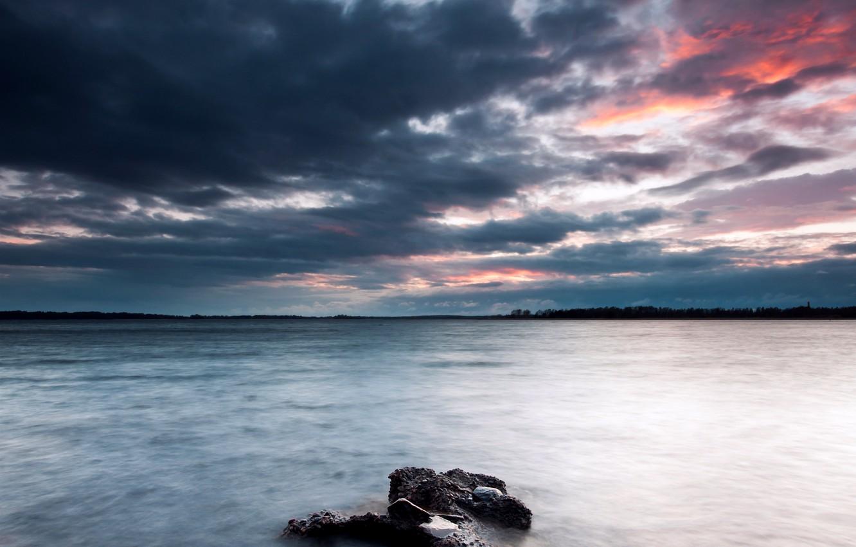 Фото обои небо, тучи, озеро, камни, берег, вечер, Швеция, sky, Sweden, coast, clouds, lake, evening, stones