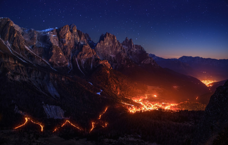 Фото обои небо, звезды, свет, горы, ночь, огонь, долина, Альпы