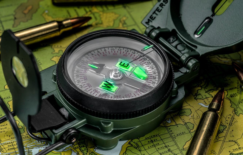 Фото обои макро, карта, стрелка, пули, патроны, компас