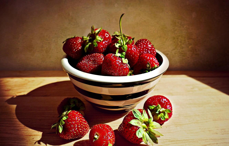 Фото обои ягоды, клубника, миска