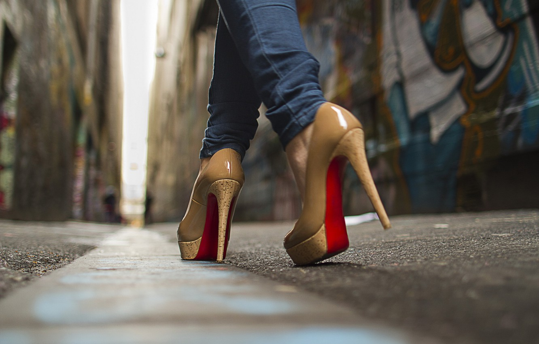 Фото обои макро, улица, обувь, сапоги, туфли, сапожки, платформа