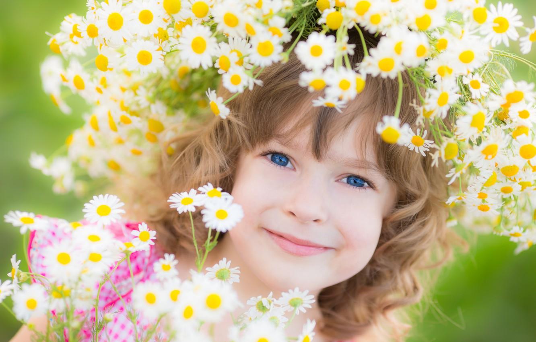Фото обои цветы, улыбка, девочка, венок, ребёнок, голубоглазая