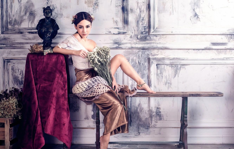 Фото обои декольте, ножки, восточная девушка, Chakrit Chanpen