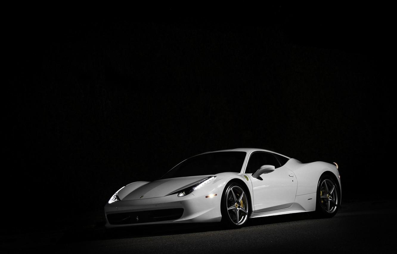 Фото обои белый, ночь, white, ferrari, феррари, вид спереди, night, италия, 458 italia, свет фар