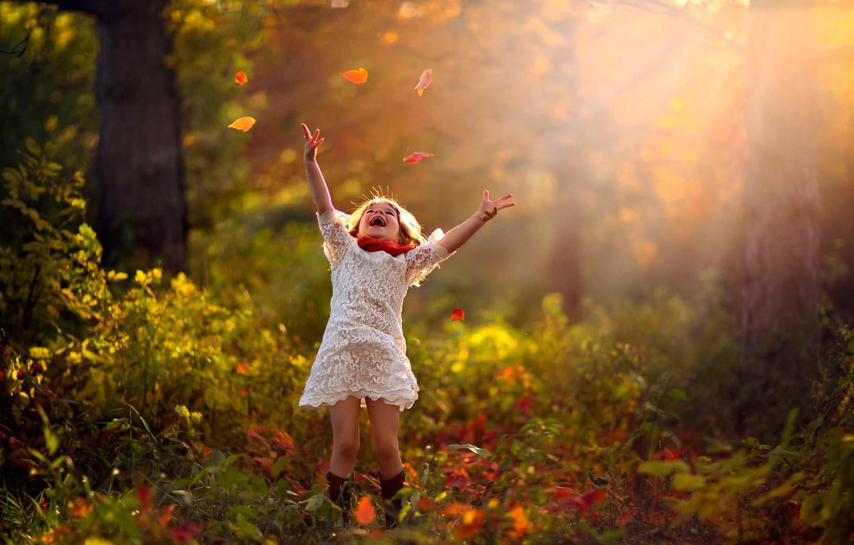 Фото обои осень, лес, листья, деревья, природа, ребенок, девочка