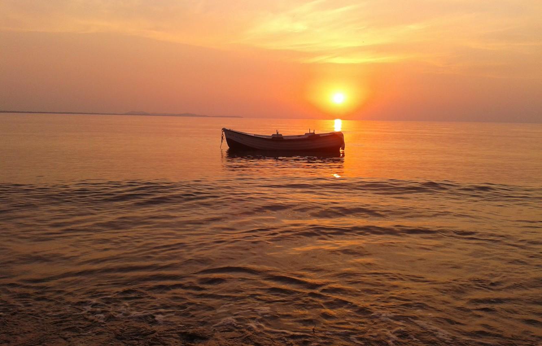 Фото обои море, солнце, лодка, мгла