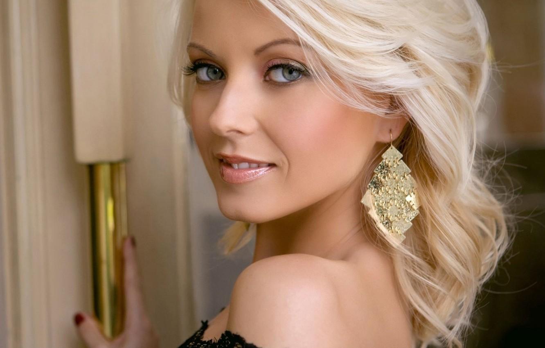 Фото обои взгляд, улыбка, блондинка, серьга, Jana Cova