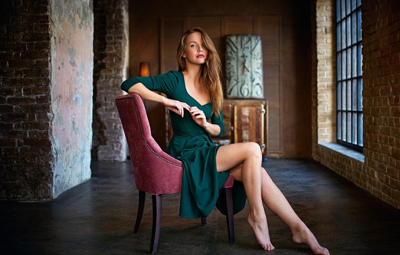 Фото обои девушка, кресло, платье, ножки, Kris