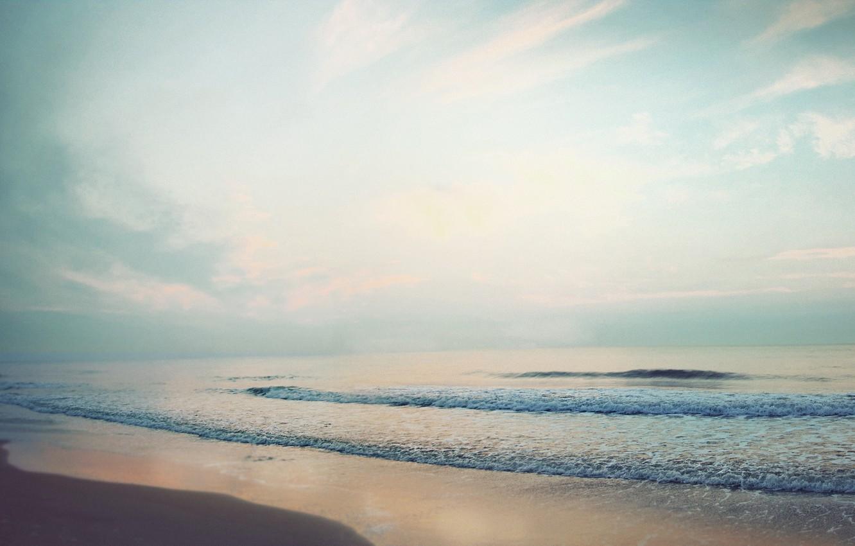 Фото обои песок, море, волны, пляж, лето, небо, пена, облака, пейзаж, океан, берег, побережье, горизонт, calm waves