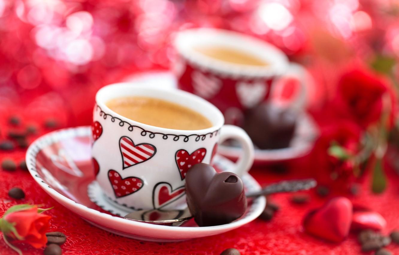 Фото обои цветы, праздник, кофе, розы, конфеты, чашки, сердечки, зёрна, боке, Валентинов день